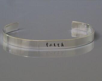Glauben Manschette Armband, ein Wort-Armband, inspirierende Armreif Sterling Silber, Hand gestempelt Armband, Unisex Schmuck