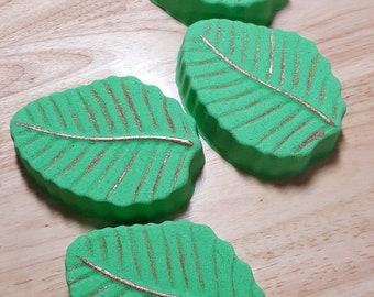 Unbe-leaf-able! Leaf Bath Bomb