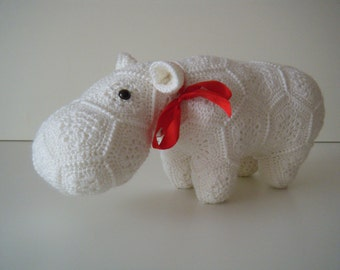 Crochet hippopotamus made out of African Flowers - Happypotamus