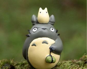 My Neighbor Totoro holding nuts Studio Ghibli Resin Miniature Vinyl Figurine for miniature terrarium