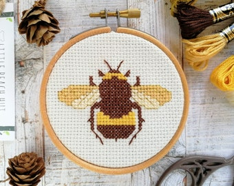 Cute bee sewing kit, bee cross stitch kit, bee lovers gift, cute embroidery kit, easy sewing project, sewing for beginnners, modern design