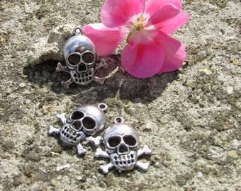 X 3 skull charms pendants Tibetan silver skulls 20 x 15 mm approx