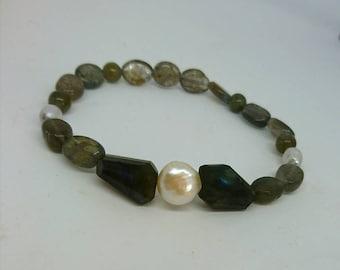 Handmade Labradorite and freshwater pearl bracelet