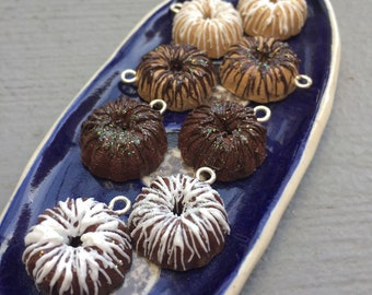 It's a Bundt!: Individual Decorated Bundt Cake Stitch Markers for Knitters & Crocheters