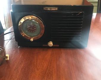 Vintage 1940's GE Tube Alarm Radio Clock