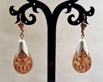 Vintage Gold Etched Bronze Earrings, Statement Jewelry, Lucite Teardrop Earrings, Dangle Earrings, Statement Earrings, Scalloped Earrings