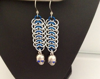 Chainmaille Vertebrae weave earrings with skull drop in silver and blue, Swarovski crystals, crystal eyes, gothic, medieval, silver skull