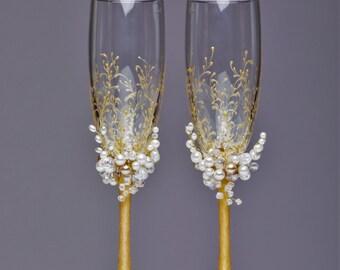 Personalized wedding flutes Wedding champagne glasses Toasting flutes Champagne flutes ivory pearl gold champagne flutes wedding set of 2