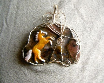 Wire Wrapped Palomino Horse On Agate Slice Pendant
