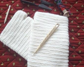 White Nalbinding Gloves