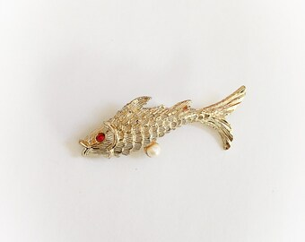 Vintage Gold Tone Metal Fish Brooch with Ruby Red Rhinestone Eye and Faux Pearl