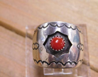 Vintage Sterling Silver Shadowbox Coral Ring Band Size 10 1/2