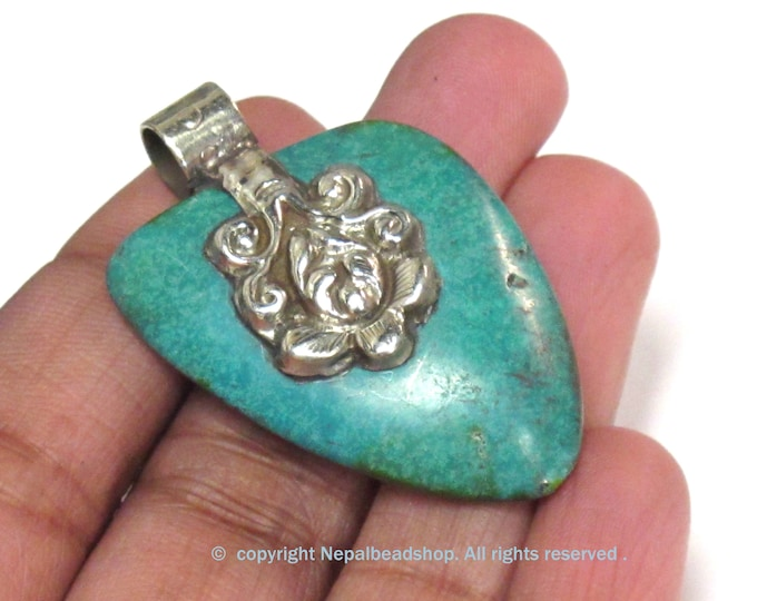 Tibetan Nepal howlite gemstone spear arrowhead shape pendant with dual sided floral design   - PM223D