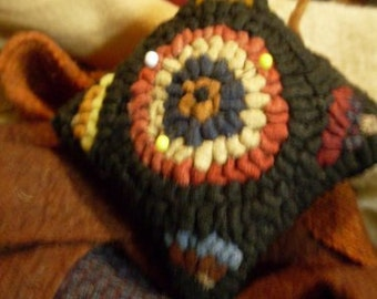 Folkart Primitive Hooked Rug Pincushion KIT Rue23paris  We Ship Internationally