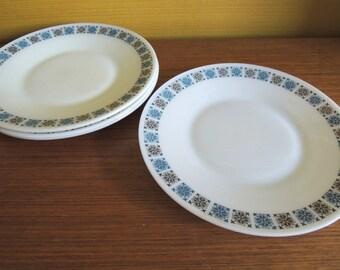 Set of 4 Vintage Jaj Pyrex Chelsea Pattern Dinner Plates / 60s / Big Plates / Milk glass