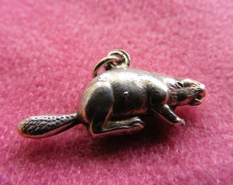G) Vintage Sterling Silver Charm Puffed Beaver