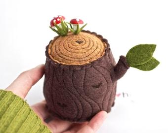 Pincushion - Tree Stump with mushroom pin