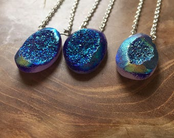 Blue Druzy 2 - necklace with blue druzy as pendant with a iridescent shine - semiprecious stone, gypsy, boho, bohemian, trend, mineral, rock