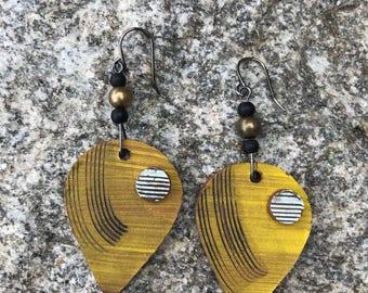 Medium ceramic dangle earrings
