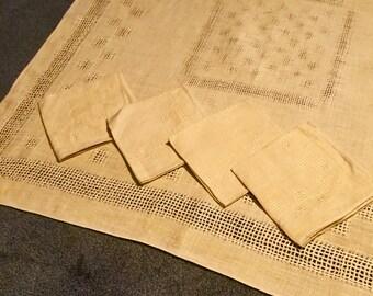 "34"" x 33"" Golden Yellow Tea Cloth w/4 Napkins"