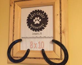 Horseshoe picture frame