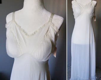 Vintage 1950s Night Gown In White With Lace Details And Tag / Lingerie / NOS / Retro / Vintage Night Gowns / Intimates / Nighties / Classy