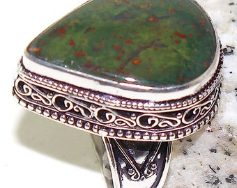 Solid silver and bloodstone size 56. Vintage blood jasper silver ring size 7.75
