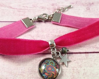Bracelet, fuchsia velvet, pendant bracelet, Pendants Paisley cameo, Cabochon