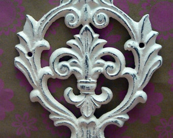 Fleur de lis Cast Iron Off White Cream Ecru Wall Double Hook Ornate French FDL Paris Shabby Elegance Leash Jewelry Cap Bathroom Hooks