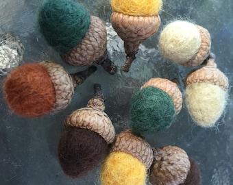 Mini Felted Acorns -Set of 10 Mixed Colors - Natural Woodland Fall Season