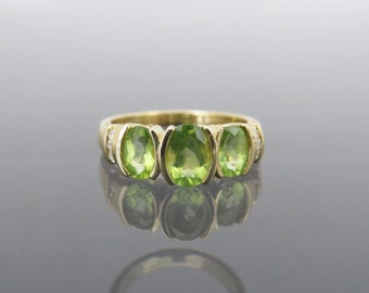 Vintage 14K Solid Yellow Gold 1.65ct Natural Peridot & Diamond Ring Size 7