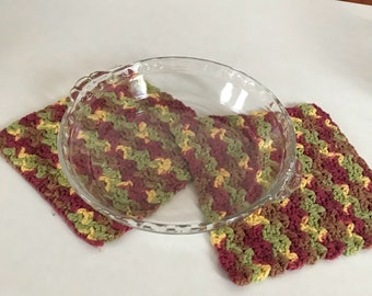 Scalloped pyrex glass pie plate eith handles