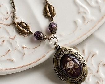 Antique locket necklace, Romantic women gift, Vintage locket necklace, Vintage oval locket flower, Photo locket, Victorian style locket