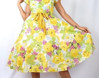 Vintage 90s does 50s Rose Floral Print Crisp Cotton New Look Shirt Waist Dress (size medium, large)