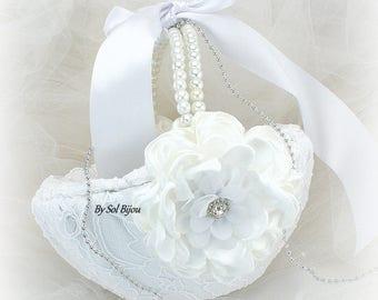 Flower Girl Basket, White Basket,White,Round Basket,Lace Basket,Bridal,Crystals,Pearl Handle,Vintage Style,Elegant Wedding,Gatsby Wedding
