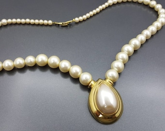 Napier Pearl Tear drop Choker  Modern  Lucite  Necklace Gold tone and Creamy White Wedding