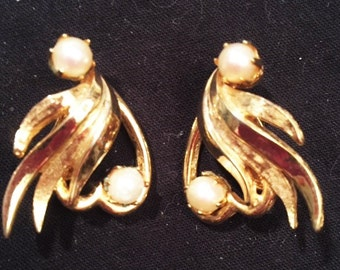 Earrings - Gold with 2 pearls clip-on