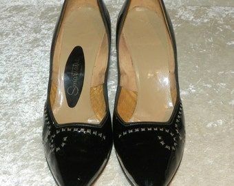 Shoes Black Patent Leather Stilettos 1950's Top Stitched Scroll Design Lower High Heels Size 7-1/2 AA