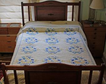 Vintage hand stitched appliqued quilt   double bed