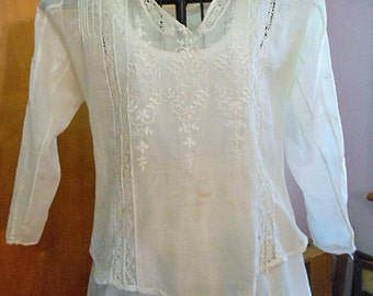 Fine EDWARDIAN EMBROIDERED BLOUSE Sheer Cotton, Open V Neck Lace Insets Long Sleeves, Dainty Floral Details Pleats Mop Button Back 10-12 sz
