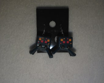 Minecraft - Cave Spider Mini Figure & Sterling Silver Shepherds Hooks with Loop earrings - 16mm