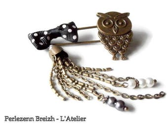 "Vintage bronze ""Little Owl"" little OWL in black and white brooch"
