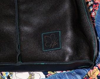 Bag, practical and resistant. Black Leather drummed