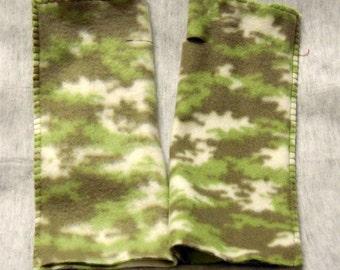 Warmies Fingerless Fleece Gloves, Green Camouflage Print