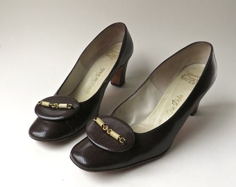 Mid Century vintage DeLiso Debs Reptile Embossed Dark Brown Leather Pumps with Gold Chains
