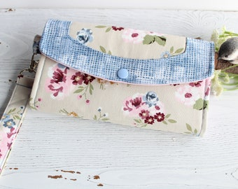 Rose blooms Wristlet Womens wallet, Fabric Handmade Clutch, Accordion Womans wallet, Iphone wallet, card cash clutch, gift for her