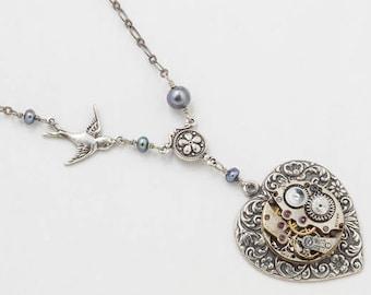 Collier steampunk, mouvement de montre Vintage sur pendentif coeur avec véritable perle, cristal, breloque libellule et chaîne en argent, bijoux cadeau 4133
