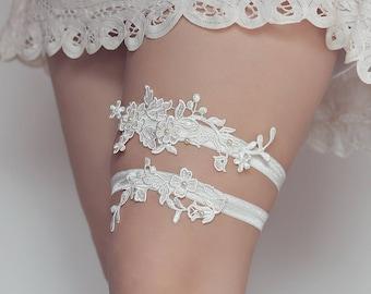 W2 - White lace garter - Wedding garter - Bridal garter - Garter belt - Lace garter - Garter set