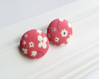 Coral pink flower studs - Giant button earrings - Jumbo earrings - Fabric covered button jewelry Made in Quebec Mlle Bouton - Spring Fashion