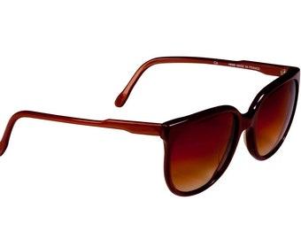 Vintage sunglasses 70s, made in France by Gemma. Oversized cat eye sunglasses women / Designer sunglasses / Vintage eyewear